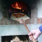 Pizza aus dem Steinbackofen